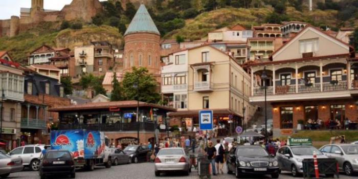 Gürcüstanda valyutadəyişmə məntəqələri bağlandı