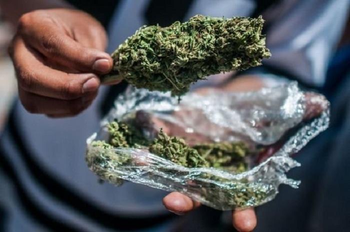 Hüseynovlardan 7 kq narkotik götürüldü