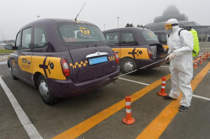 Hava limanındakı taksilər dezinfeksiya olunur