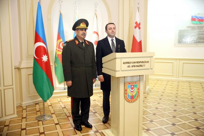 Le ministre azerbaïdjanais de la Défense rencontre son homologue géorgien -  PHOTOS
