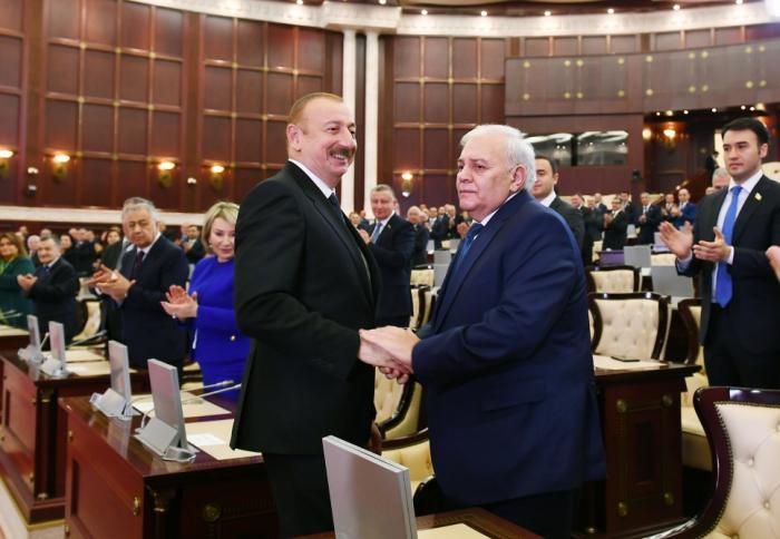Parlamentin yeni tərkibdə ilk iclasından FOTOLAR