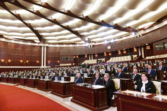Bu gün VI çağırış Milli Məclisin növbəti plenar iclası keçirilir.