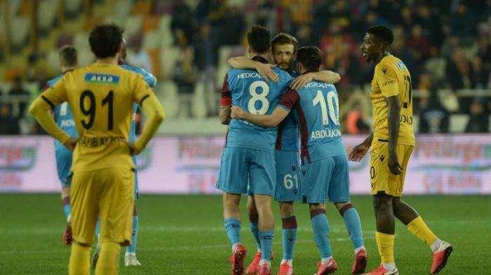 """""""Trabzonspor"""" liderliyə yüksəldi"""