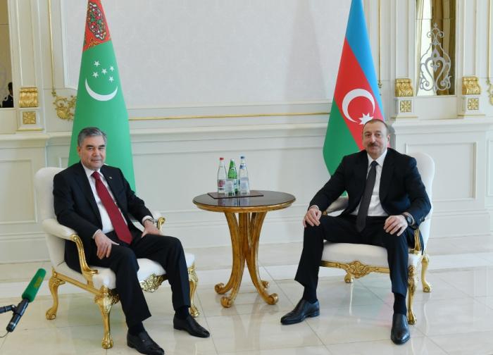 Presidents of Azerbaijan, Turkmenistan hold one-on-one meeting