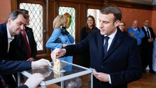 Abstención récord en las municipales francesas, víctimas del coronavirus