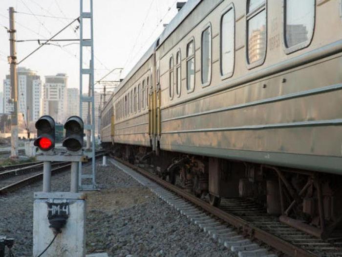 Azerbaijan suspends movement of passenger trains to Ukraine