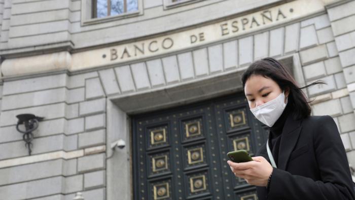 ¿Podrían los bancos liberar a sus clientes del pago de créditos por el coronavirus?