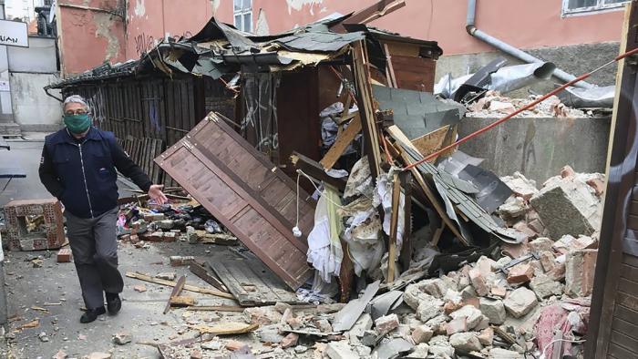 Edificios derrumbados y autos aplastados tras un fuerte sismo de magnitud 5,4 en Croacia