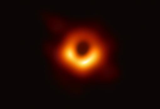 Descubren cómo ver los infinitos anillos de luz de un agujero negro