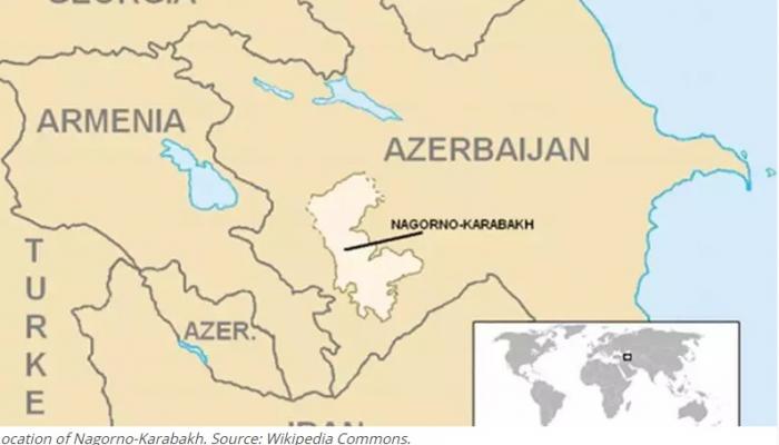 Indonesischer Journalist protestiert gegen Wahlen in Berg-Karabach