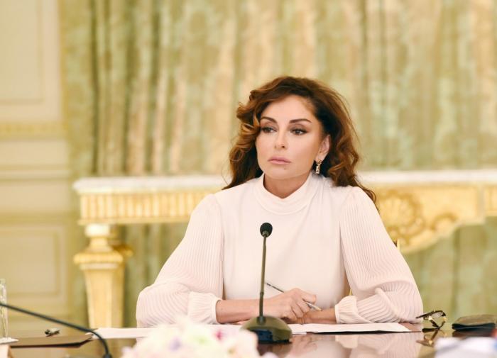 """Mehriban Aliyeva  : """"Honro la bendita memoria de las víctimas del genocidio, que Diós dé una eternidad de descanso a todos nuestros mártires"""""""