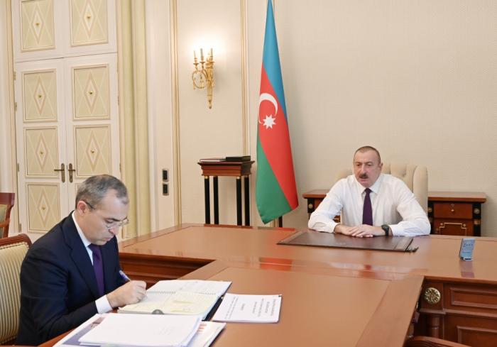 President Ilham Aliyev receives minister of economy