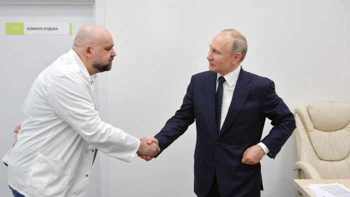 Da positivo por coronavirus el médico jefe de un hospital ruso para pacientes con covid-19 que visitó Putin