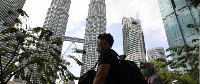 الجيش الماليزي ينتشر في الشوارع مع ارتفاع عدد الإصابات بكورونا
