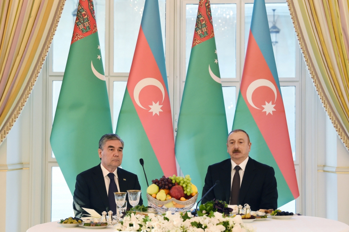 Azerbaijani president hosts official reception in honor of Turkmen counterpart