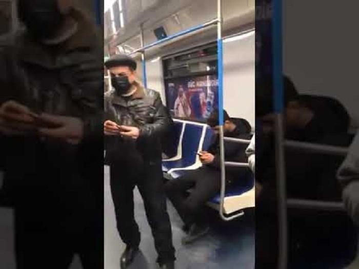 Metroda maska satan şəxs saxlanıldı