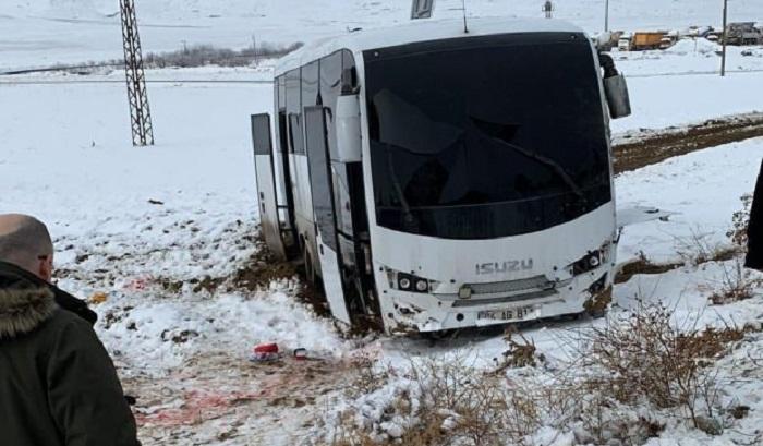 Türkiyədə avtobus raketlə vurulub, 16 yaralı var