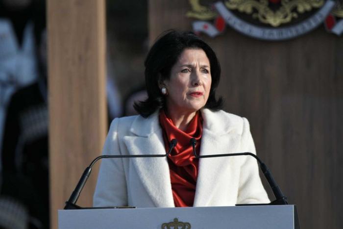 Zurabişvili mühüm sənədi imzaladı