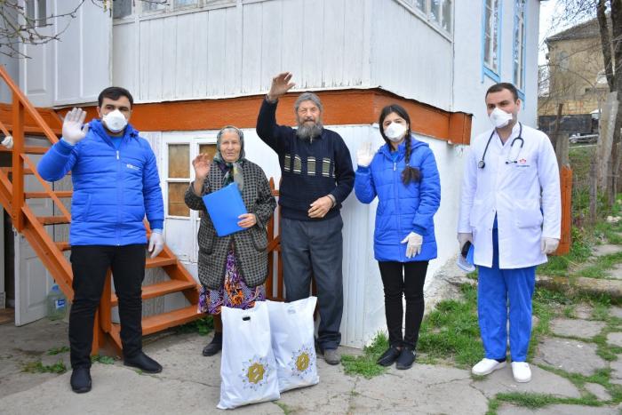 Heydər Əliyev Fondu tənha yaşayan yaşlı insanlara yardım edib - FOTOLAR
