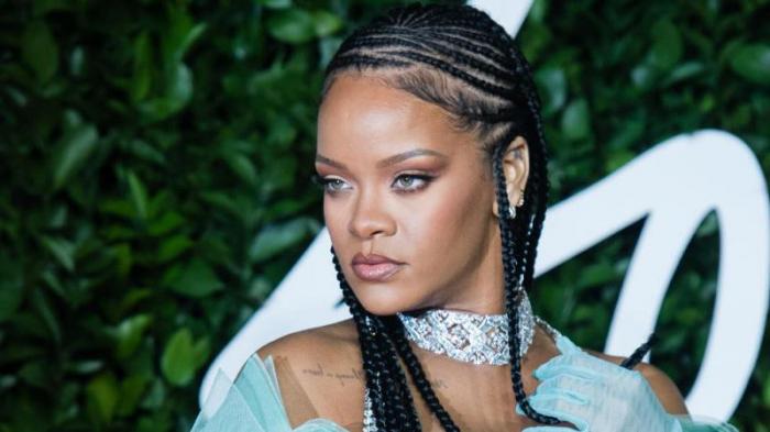 Rihanna koronavirusa yoluxan idmançını ələ saldı