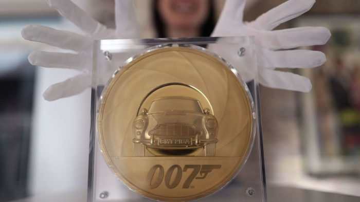 Britain unveils its largest gold coin ever that weighs 7kg