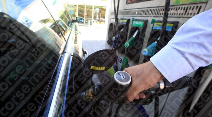 Les prix du pétrole tombent au plus bas depuis 17 ans