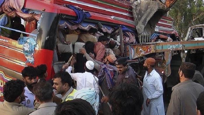 Pakistanda avtobus çaya aşıb, 20 nəfər ölüb