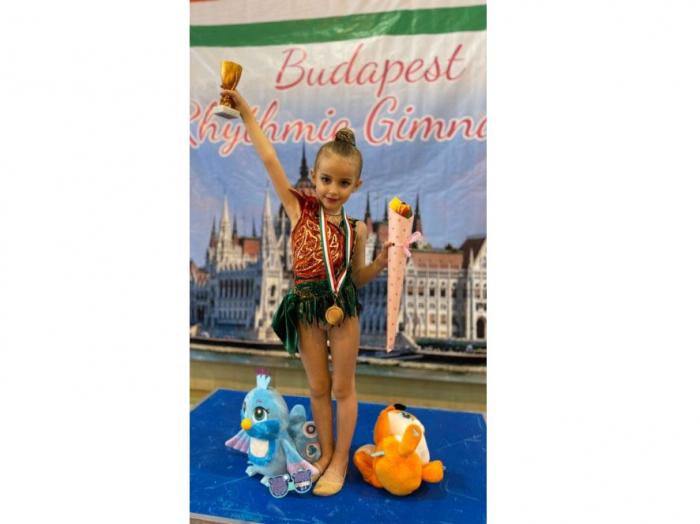 6 yaşlı gimnastımız beynəlxalq turnirdə ilk medalını qazandı