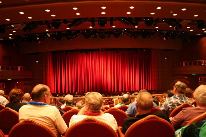 Azərbaycanda bütün teatrların fəaliyyəti dayandırıldı