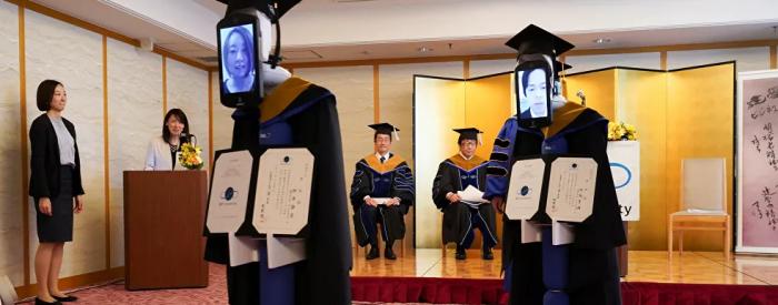روبوتات تحضر حفل التخرج بدلا من الطلاب في اليابان... صور