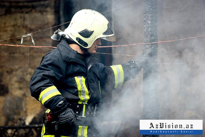 Biləsuvarda 4 otaqlı ev yanıb