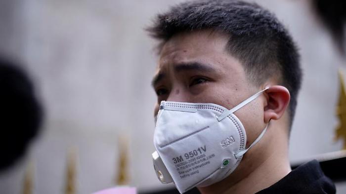 Chinesen schweigen für die Corona-Toten