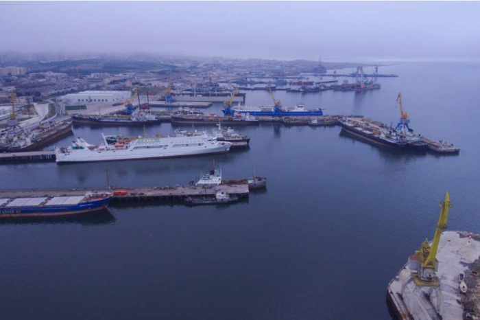 55 müxtəlif təyinatlı gəmi təmir edilib