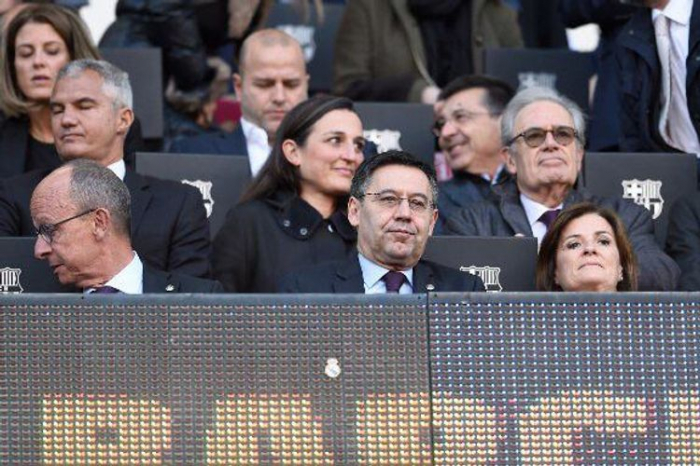 Six Barcelona board members quit