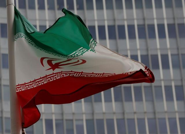 Iran parades medical gear, not missiles, for Army Day amidoutbreak