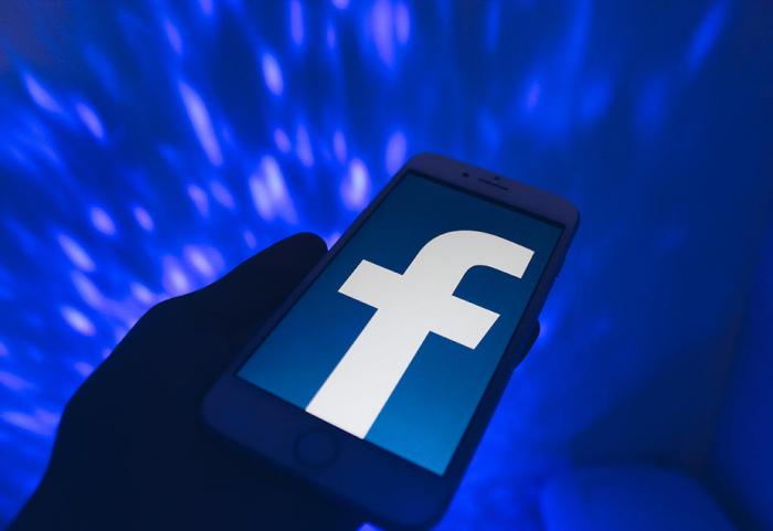 Facebook takes $5.7 bn stake in India digital platforms