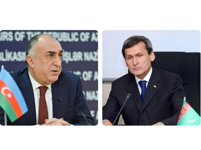 Azerbaijani, Turkmen FMs mull relevant issues over phone