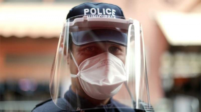 Coronavirus: French police seize 140,000 black market masks