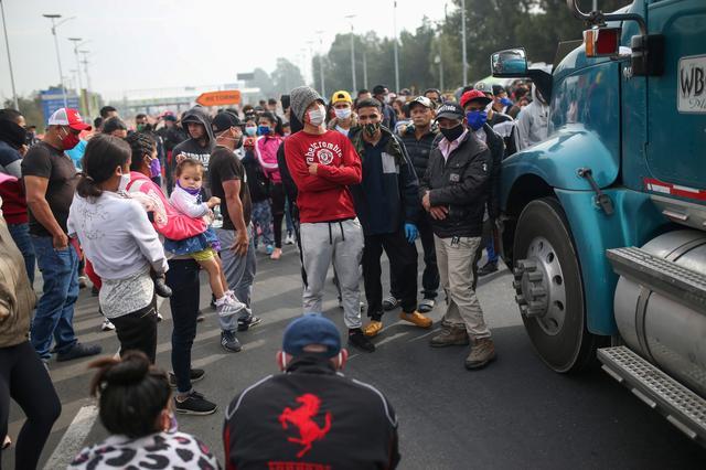 Venezuelan migrants block Bogota road, demand to travelhome