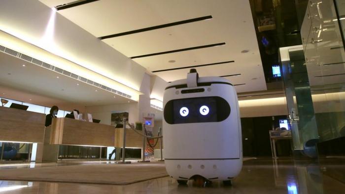 Honq Konqda turistlərə robotlar xidmət edir