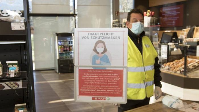 Verteilung von Mundschutz vor Supermärkten angelaufen