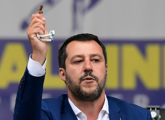 Salvini appelle à ouvrir les églises pour Pâques car «la science seule ne suffit pas» contre le Covid-19