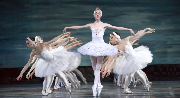 No stage, no problem: Russian ballet dancers perform in kitchens for online fans -  NO COMMENT