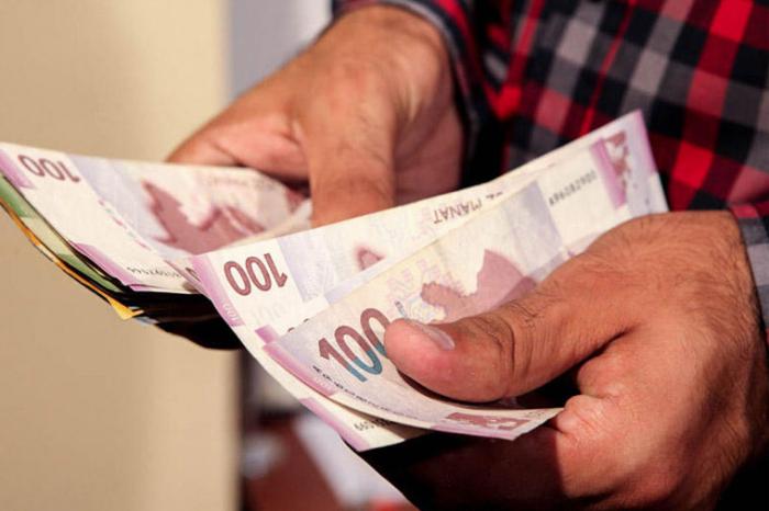 Muzdlu işçilərin maaşı 28%-dən çox artıb