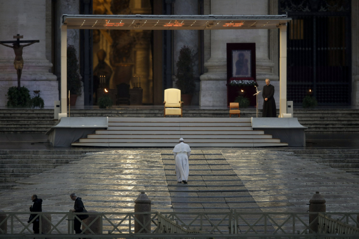 Pope leads Easter Vigil Mass at St. Peter