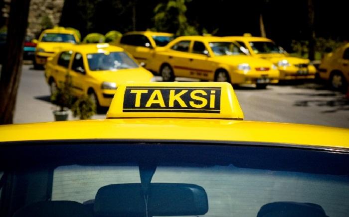 Sərnişin taksi sürücüsünü qarət edib