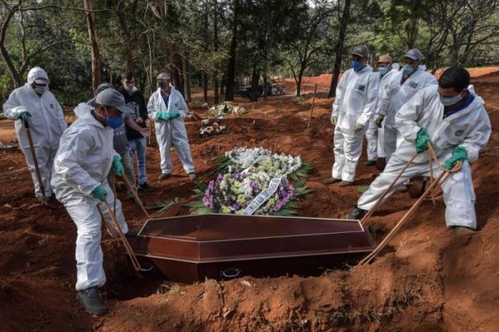 Le bilan de la pandémie à 11H00 GMT : plus de 328.000 morts