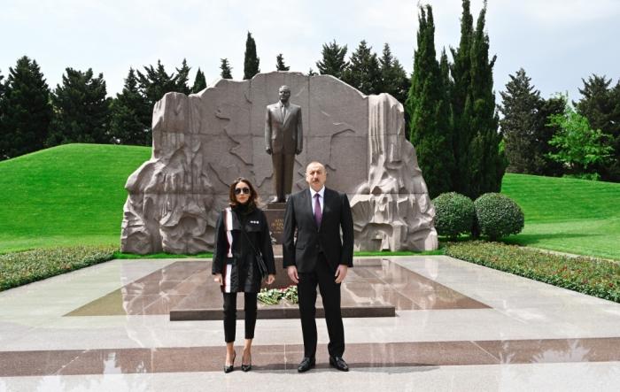 Azerbaijani president, first lady visit tomb of national leader Heydar Aliyev - PHOTOS