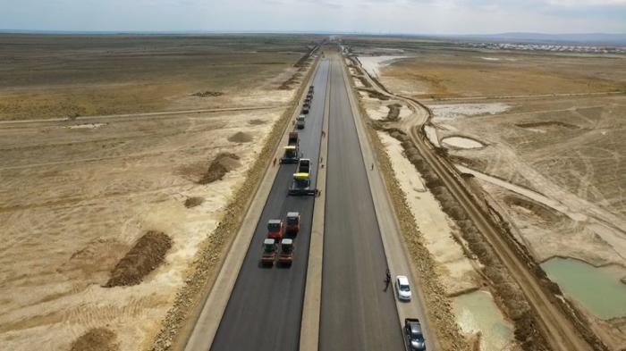 Ödənişli yolun 100 km hissəsinin inşası yekunlaşır