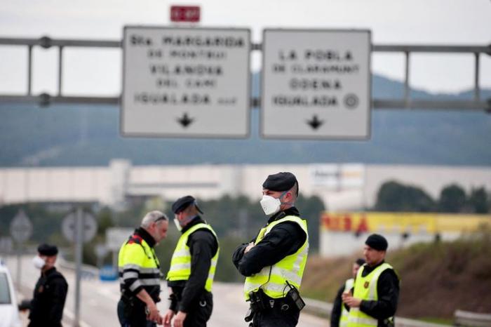 Spain plans keeping borders closed until July